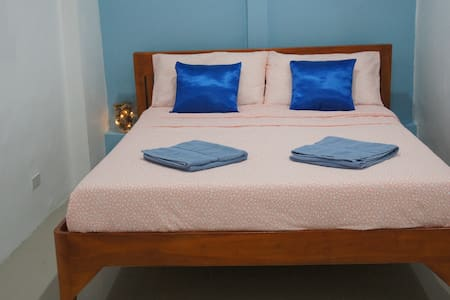 Room 4 - Travelers' GuesthouseBed & Laundry Shop