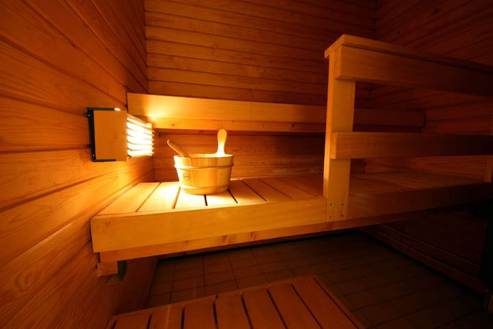 3-4 persons fit in the Sauna. Only a tiny lamp shed just enough light in the Sauna.