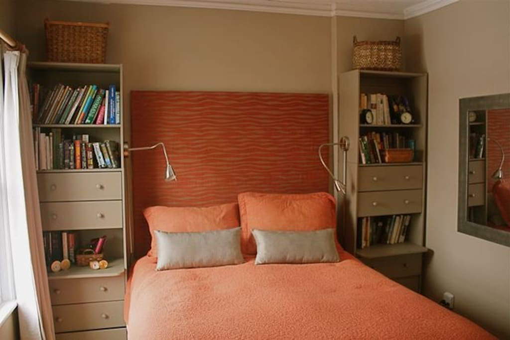Master bedroom, queen bed. The bedroom  is at the back of the house, lovely and quiet.