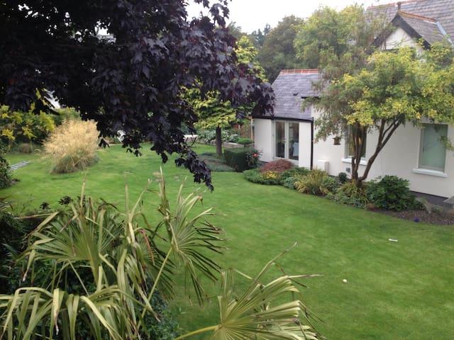 Lost Boathouse & Garden Room No 3