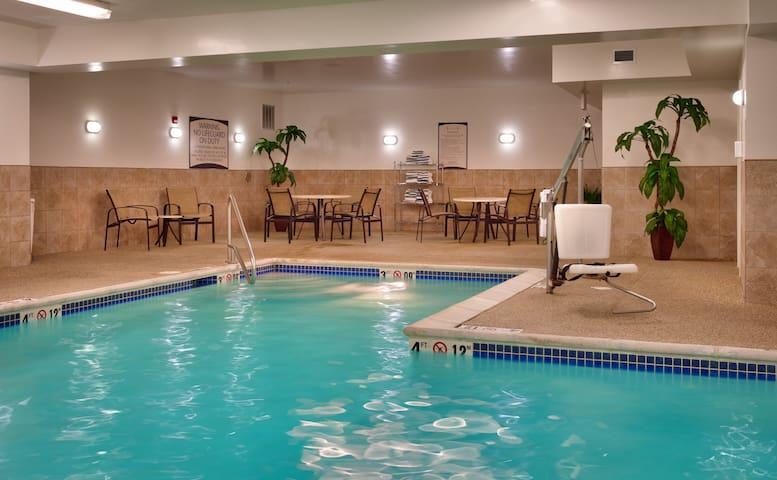 Free Breakfast. Pool. Gym. Near the Children's Hospital!