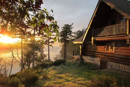 InTheBluff - Galiano's Log House - Galiano Island