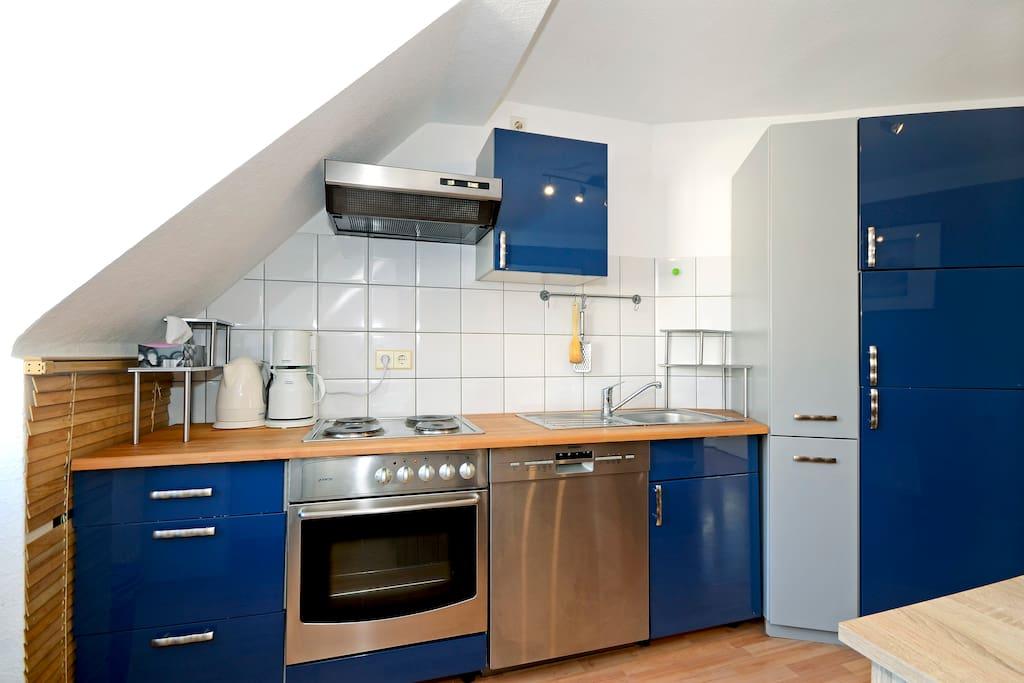 Vollständig eingerichtete Küche ...