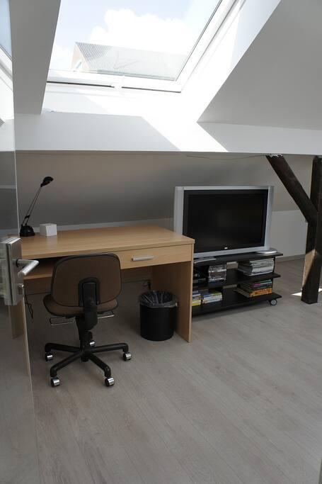 dachgeschoss im einfamilienhaus h user zur miete in k ln nordrhein westfalen deutschland. Black Bedroom Furniture Sets. Home Design Ideas