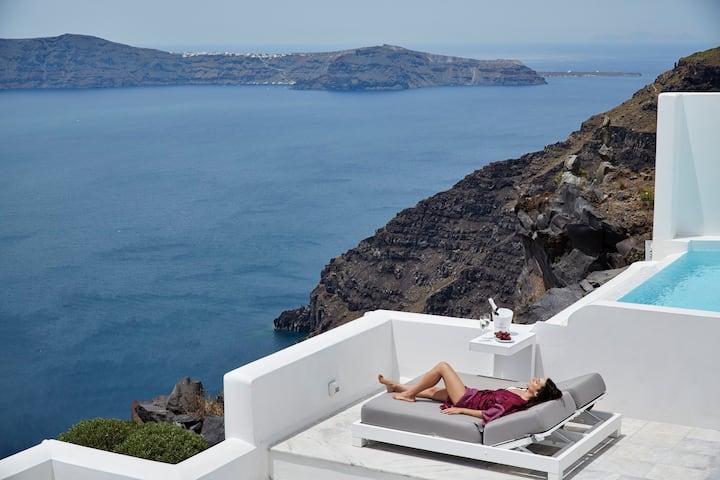 Executive Three Bedroom Villa with Infinity Pool