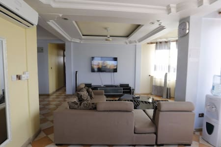 Private rooms in spacious flat - Dar es Salaam - Apartment