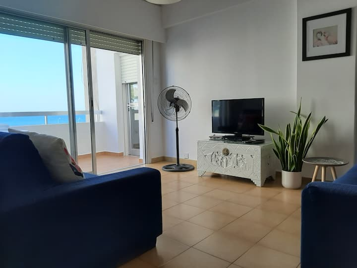 Bright, Comfortable, 2 bedroom Sea View Apartment.