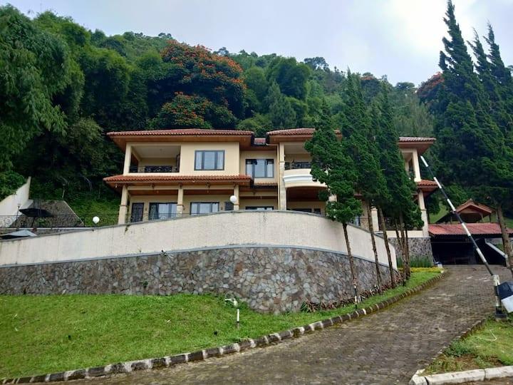 Villa indiana cipanas 4 kamar