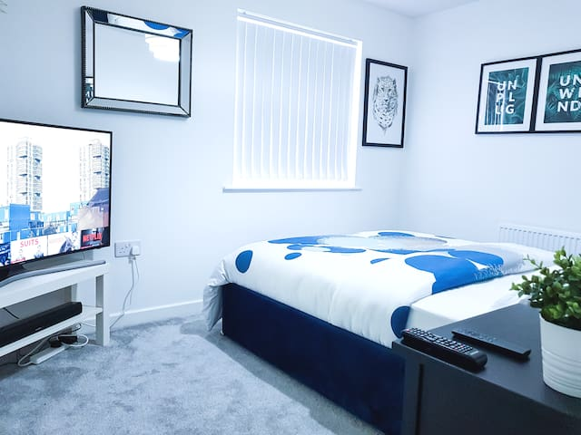 Clean Double bed with Private Bathroom