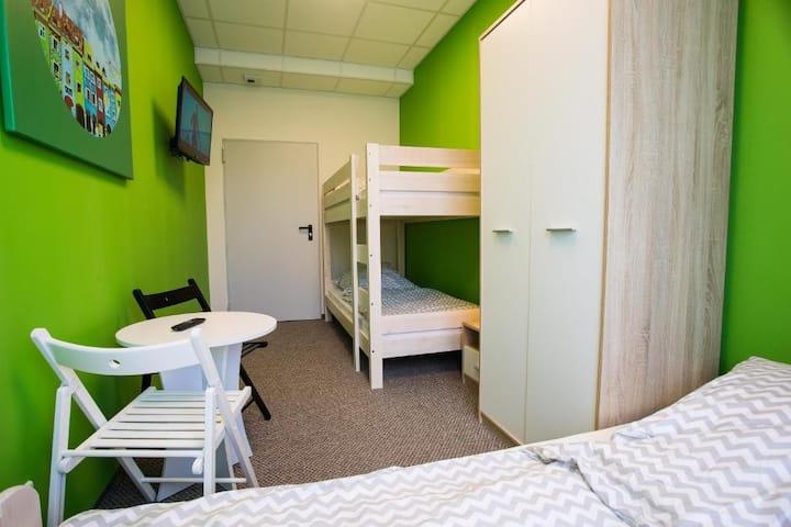 Pokój 4-osobowy ze wspólną łazienką Moon Hostel