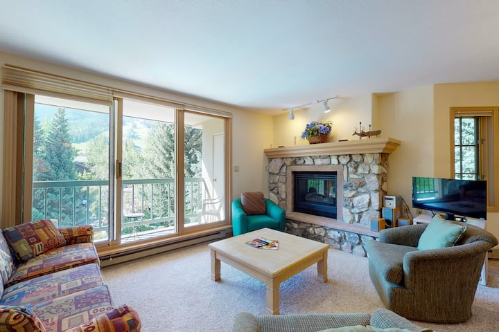 Classic ski-in/out condo w/ gas fireplace, WiFi, W/D & shared pool and hot tub!