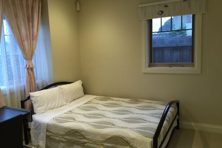 不愁停车的温馨住家 - Box Hill North