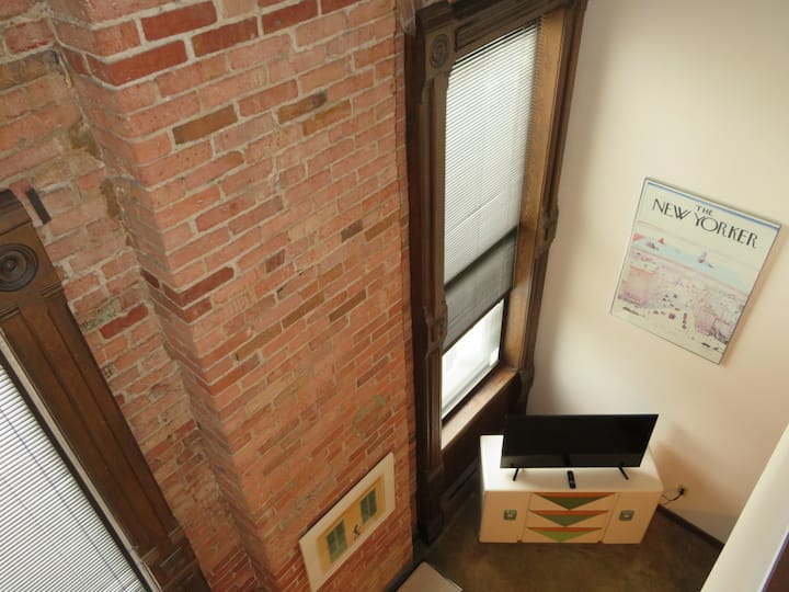 Open Loft Apartment~Downtown~Museum~Historic Sites