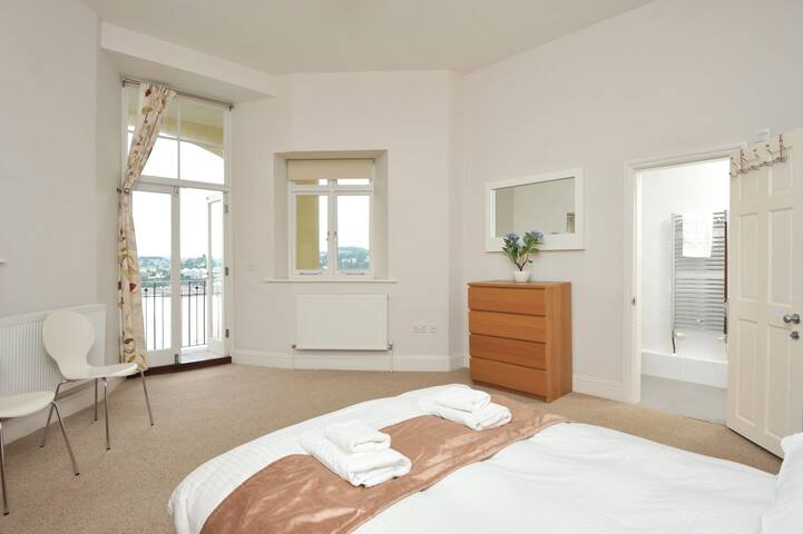 14 Astor House spacious 2 bed 2 bath premier apartment with huge balcony and spectacular sea views