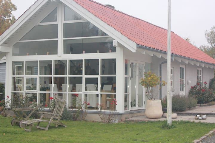 Annex in a rural setting with lakes in the garden - Birkerød