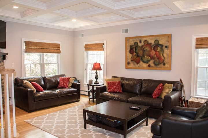 Incredible House, sleeps 8, only 45 min from NYC
