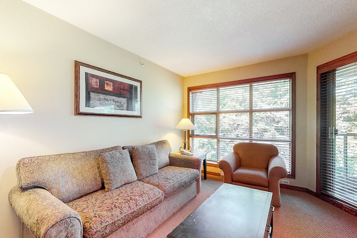 Ski-in/ski-out condo w/ fireplace, heated pool, 2 hot tubs & golf nearby!