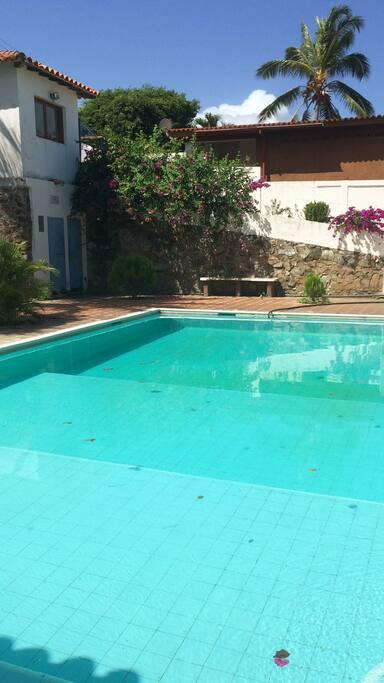 Entrada del conjunto y piscina