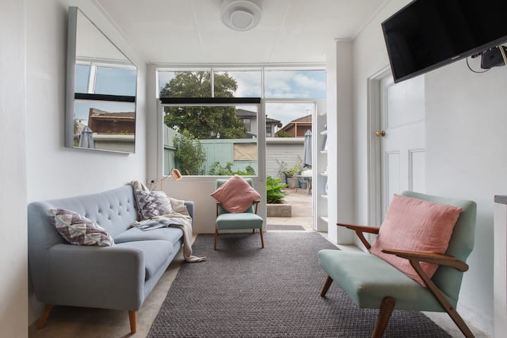 Amazing Abbotsford 2Bed with Garden