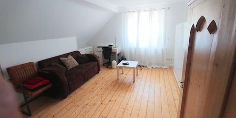 Privat værelse med køkken og badeværelse en suite