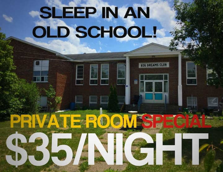 1 Room in Old School 25 mins from Hopewell Rocks!