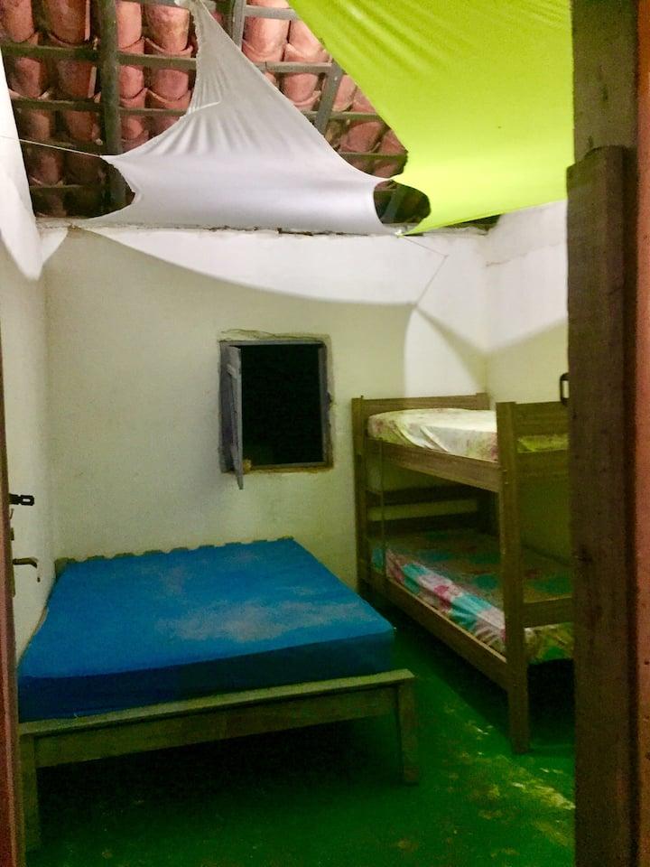 Quartos e camping mensal em São Jorge - Go