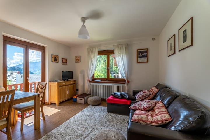 sunny apartment in a villa in Courmayeur