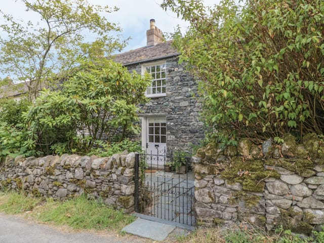 STAIR COTTAGE, family friendly, with open fire in Keswick, Ref 972594