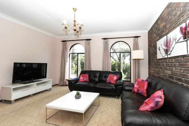 Cosy Lodge Leeming close to Fiona Stanley Hospital