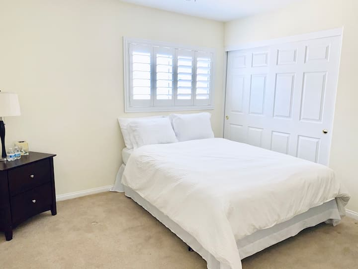 One Room With Amenities! 15 Min from Strip