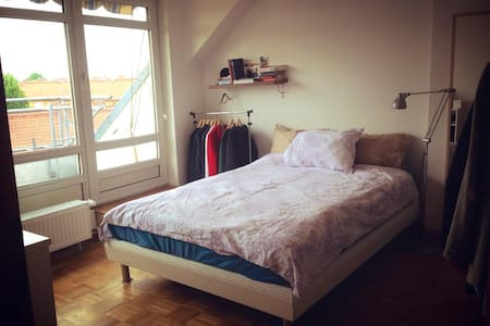 Sunny room with private balcony - Berlin - Lägenhet