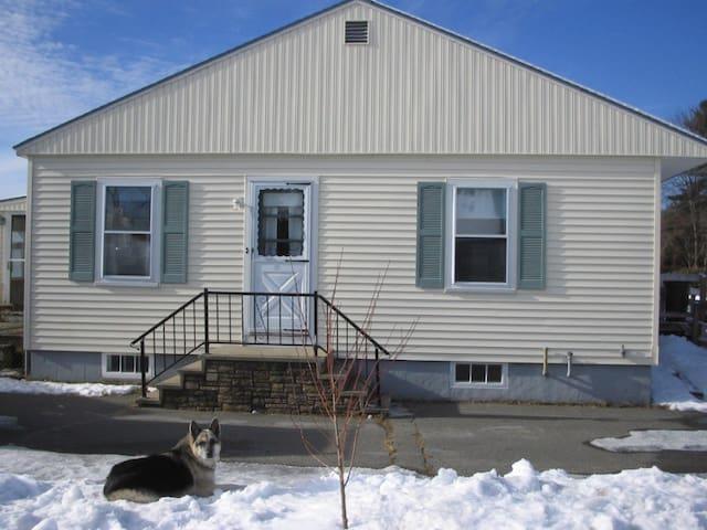 Handy Retro-Brunswick Maine Home - Brunswick - Casa