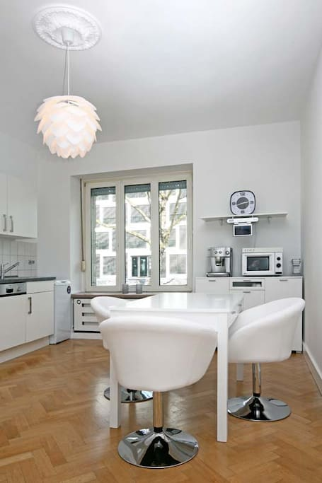 Fully equipped kitchen with dish washer, washing machine, cooler, media center