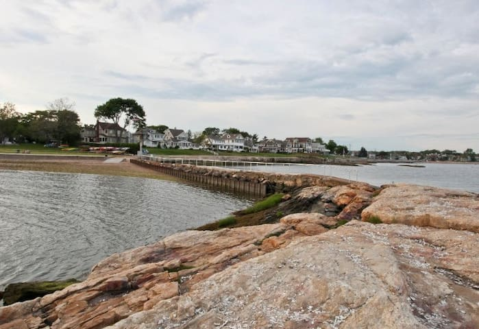 ADORABLE BEACH HOUSE W CLUB ACCESS - Branford