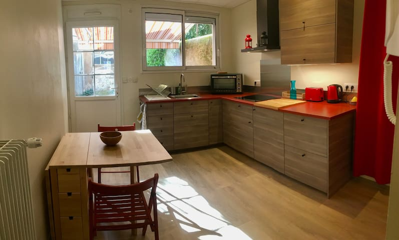 Quais d'Amboise 1 - Appartement calme avec cour