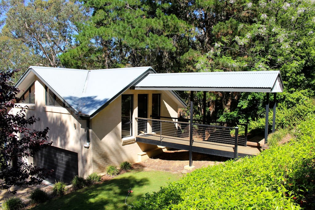 Complete privacy, including private access, just a 5-10-minute drive to the main sights of the Blue Mountains