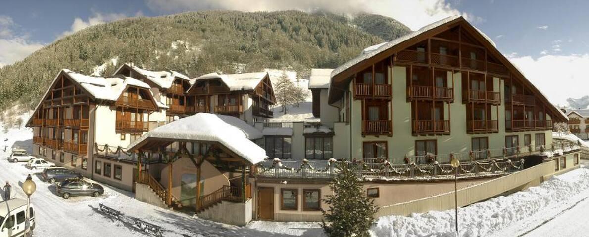 CAPODANNO-HOTEL 4 STELLE x FAMIGLIE - Cogolo - Apartment