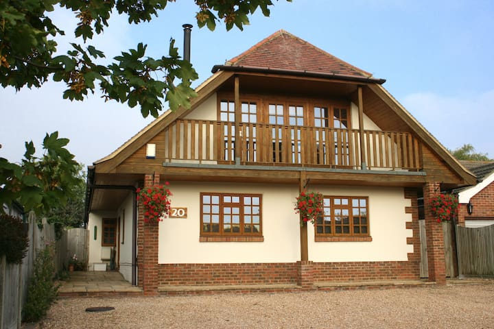 Whitstable's only Swiss chalet?! - Whitstable - Bed & Breakfast
