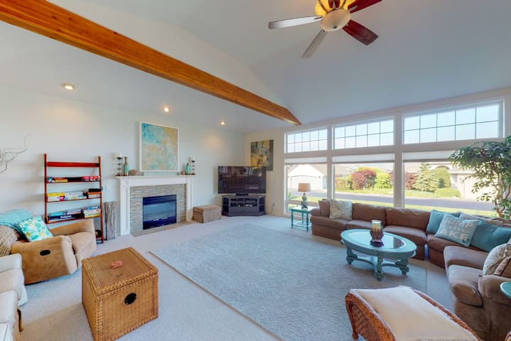 Wapato Point Resort home with a shared pool and great location!