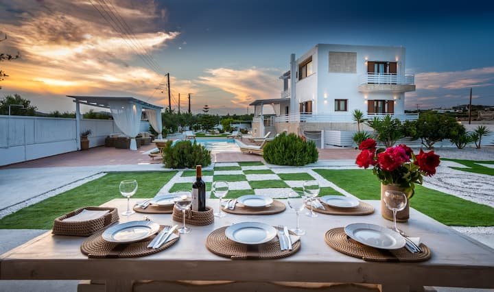 Private Villa In Milos, Perfect Location Villa Eva