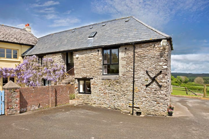 Lovely cosy stone barn, stunning S Hams, Devon!