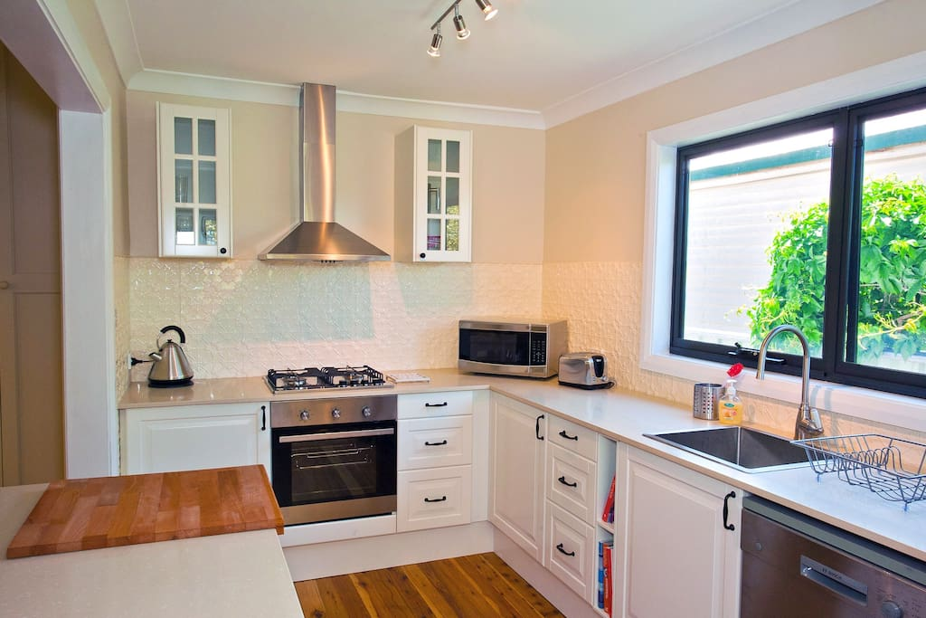 Brand new, fully equipped kitchen - great for keen cooks