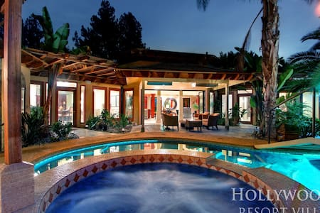 Hollywood Hills Chateau | Lounge, Private, Pool - ロサンゼルス - 別荘