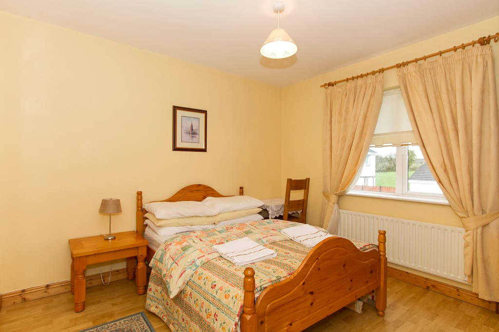 Wild Atlantic Way Double Bed With En Suite Townhouses