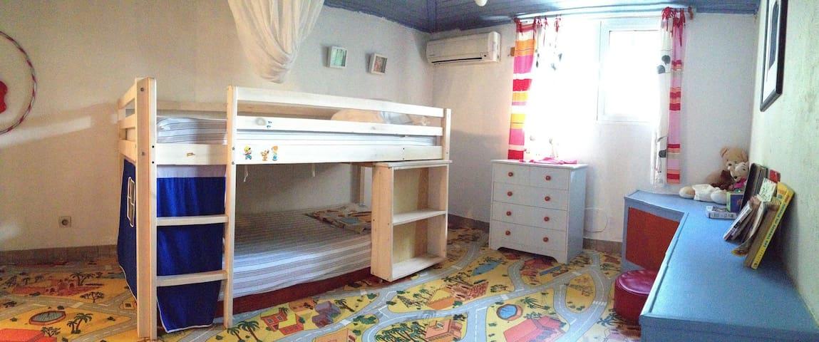 Chambre 4 ( 2 lits superposés )