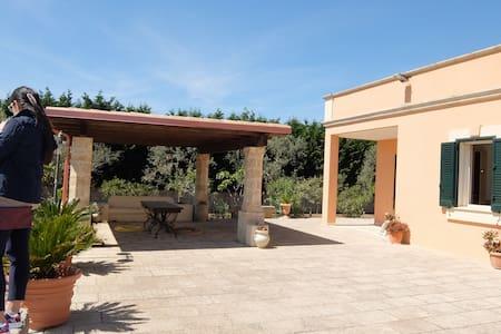 A POCHI MINUTI DAL MARE IN ASSOLUTO RELAX - Gagliano del Capo - Villa
