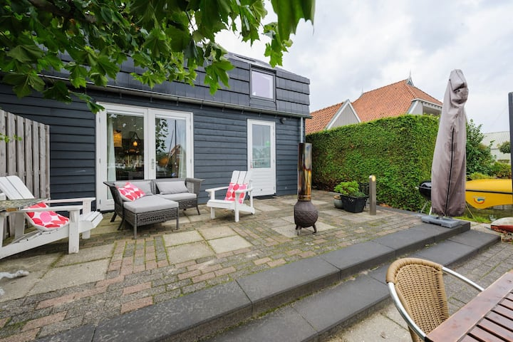 Cozy Holiday Home In Uitwellingerga With Terrace