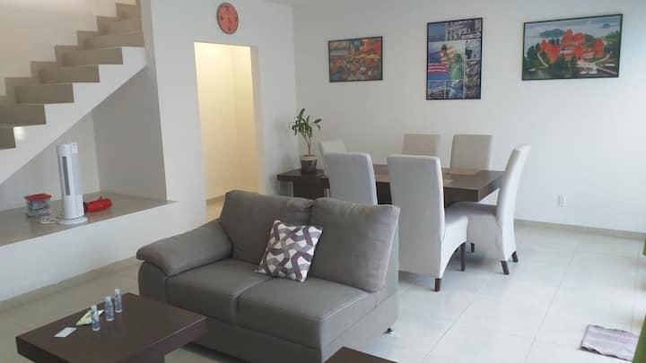 Confortable, 3 habitaciones c/Smart Tv, Equipada.