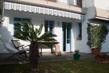Appartamento due camere da letto piccolo giardino - Forte dei Marmi - Hus