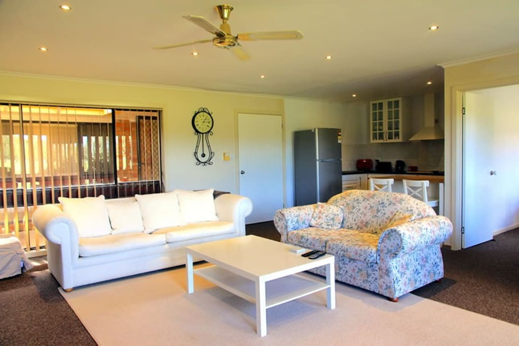 Large, comfortably appointed lounge - large plasma TV with Foxtel and complimentary WiFi.
